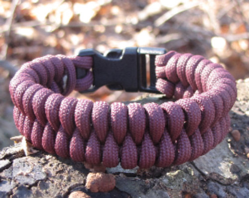 The Finished Fishtail Weave Paracord Bracelet Tutorial Paravival